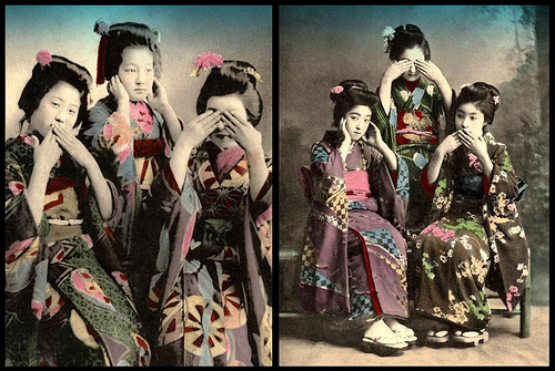 THE THREE EVILS --  見猿, 聞か猿, 言わ猿  -- Geisha Show the Correct Order of Posing (2)